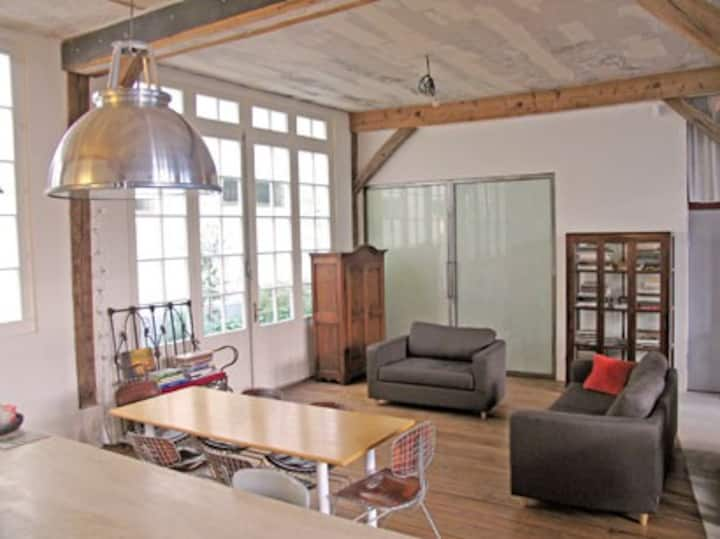 QUIET and SPACIOUS LOFT in BASTILLE Area