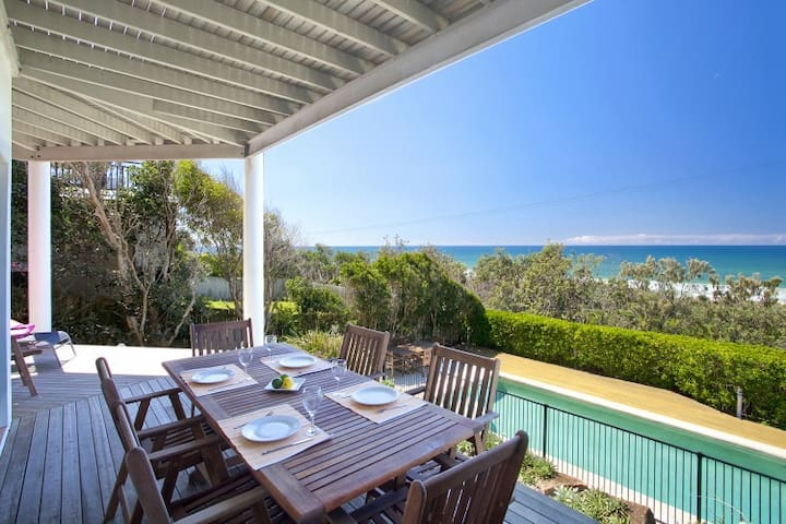 Noosa Beach Front Home - Castaways Beach
