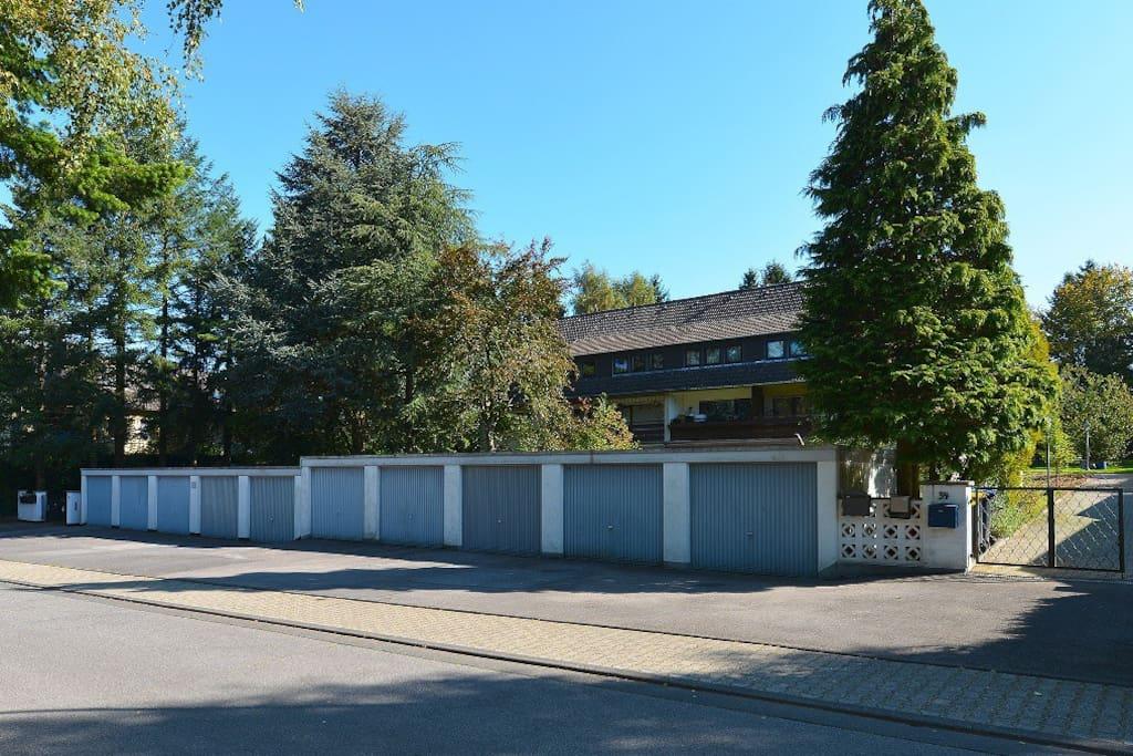 Ansicht des Hauses von vorne / view from the front side