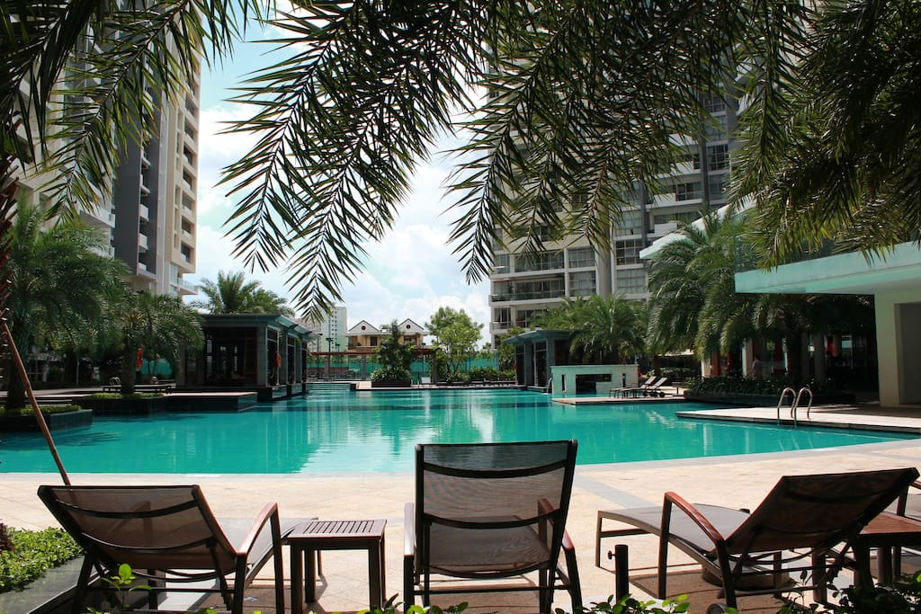Large swimming pool plus children's pool areas and 3 outdoor Jacuzzis