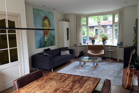 Beautiful 30's house - 2 beds - city center - wifi - Leeuwarden