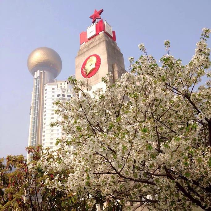 汉口江滩一一人民英雄纪念碑
