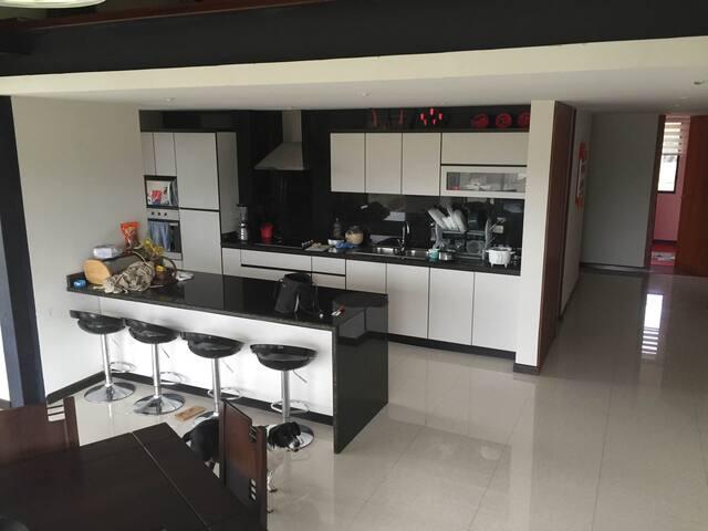 Habitacion comoda en espectacular penthouse - Cuenca - Byt