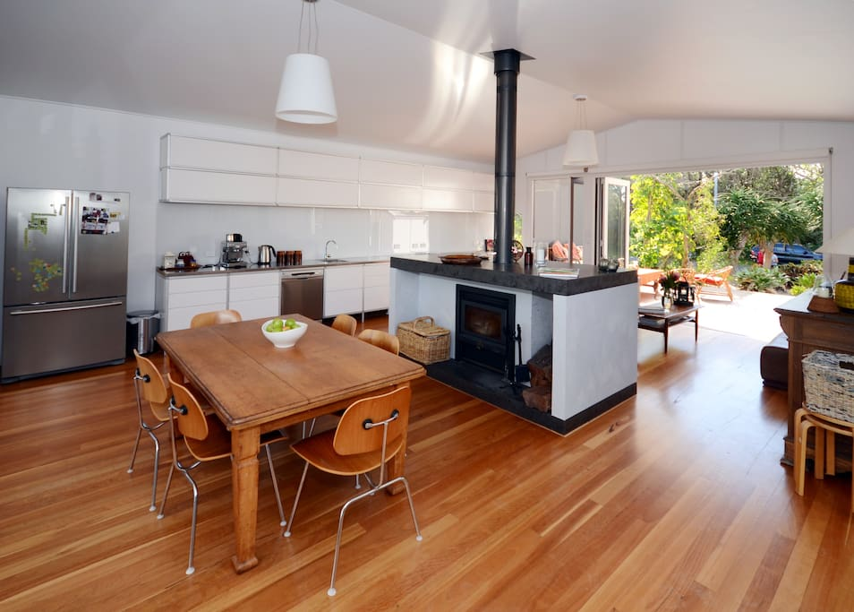Open plan living/dining/kitchenarea.  Perfect for socialising.
