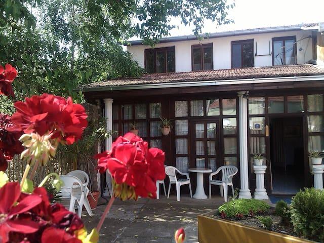 Charming Guest House, Vrdnicka Vila - Vrdnik - Huis