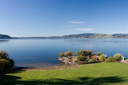 """Ruth's Landing""Cosy lakeside room1 - Rotorua"