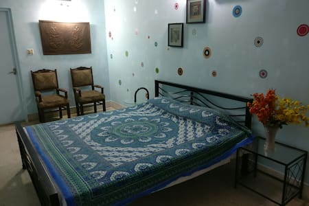 Manhattan Alipore Room 2