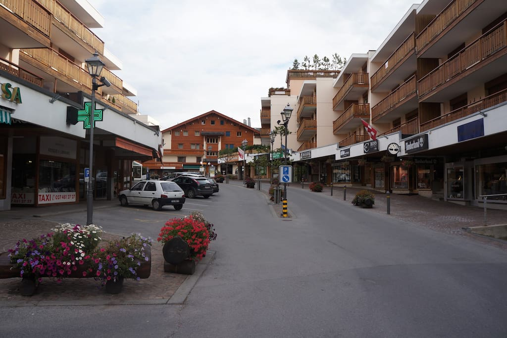 Apartment located in the center of Crans sur Sierre, walking distance to the ski slopes.