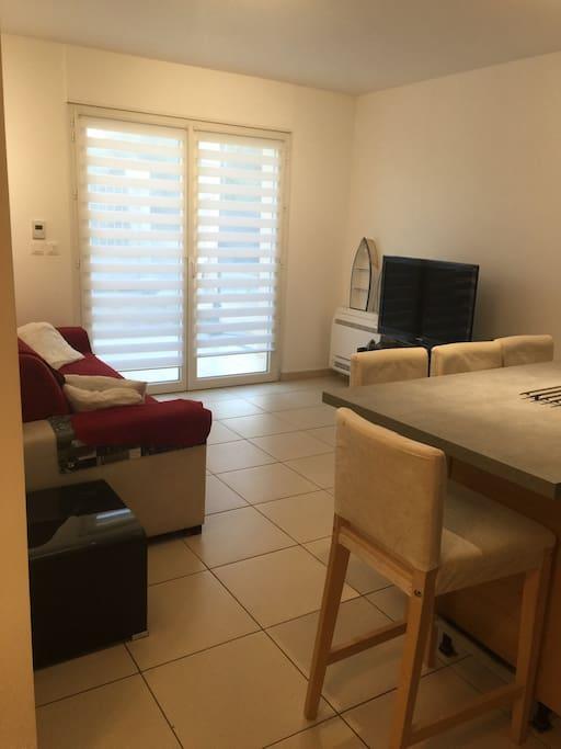 Bas de villa tout confort maisons louer la seyne sur for Location maison salon de provence le bon coin
