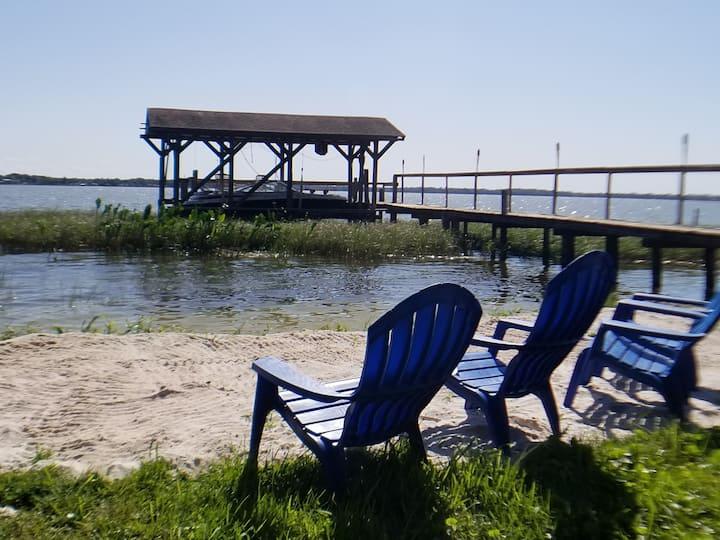 Lakefront 2 bd 1ba Bohemian Cottage w/ Beach,Dock