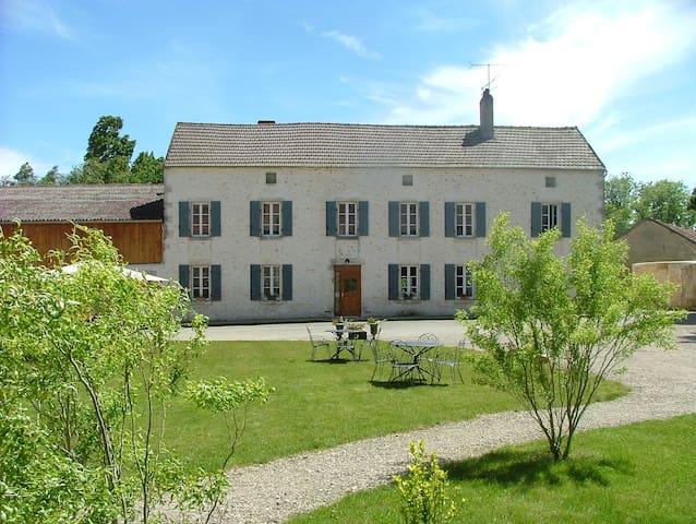 Grand Gîte de charme indépendant - Festigny - Huis