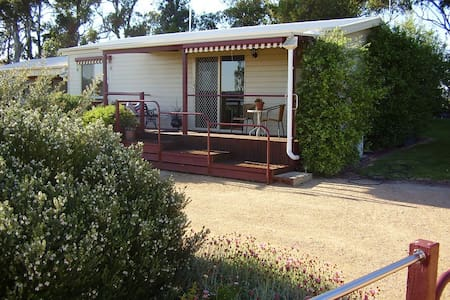 Tambo Cliff Cottage - peaceful, country views - Swan Reach