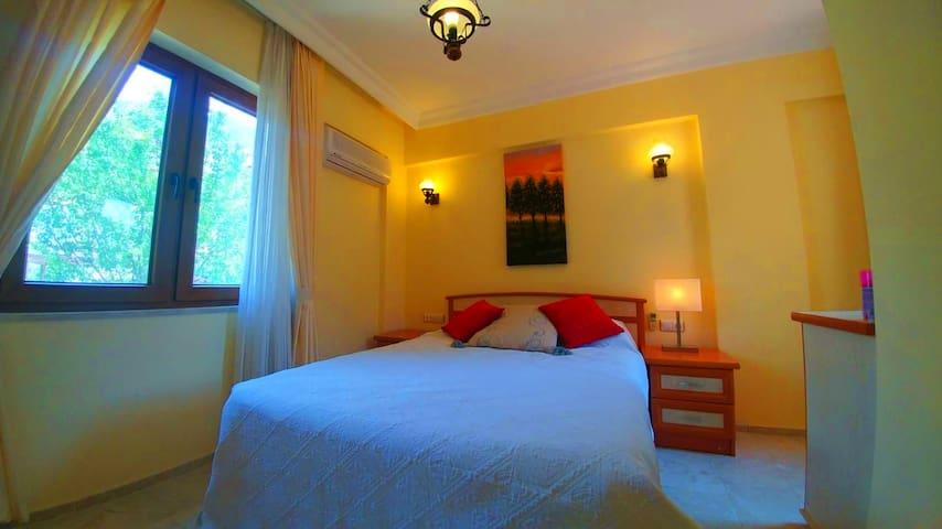 Bedroom3:  Double Bed