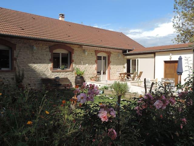 Villa Roland en Bourgogne 4* - Chagny, Saône-et-Loire - Huis