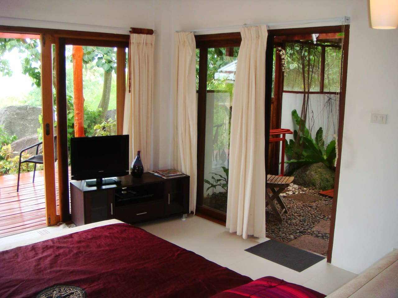 the bungalow has all the facilities of the villas excepting kitchen/lounge