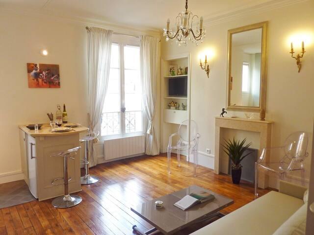 ❤️ ❤️ Marais: Luxury & Bright Studio -Long Term