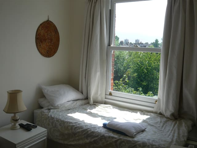 Single rm in London (unavail to check in 23-27Dec)