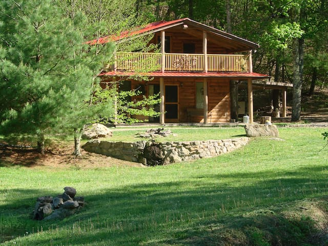 Rock-n-Creek Cabin...mile post 27 BR Parkway - Montebello - Srub
