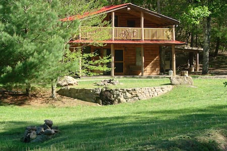 Rock-n-Creek Cabin...mile post 27 BR Parkway - Montebello - Stuga