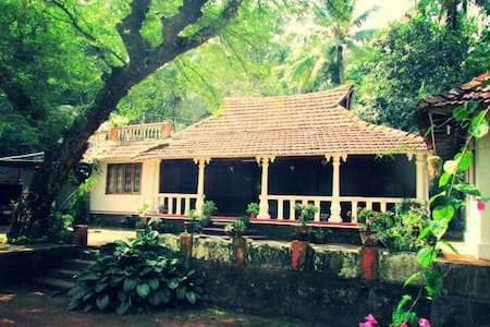 Old traditional home, renovated.. - Kaduthuruthy - Casa