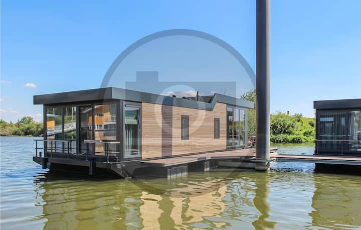 Stunning ship/boat in Ohé & Laak with WiFi and 2 Bedrooms