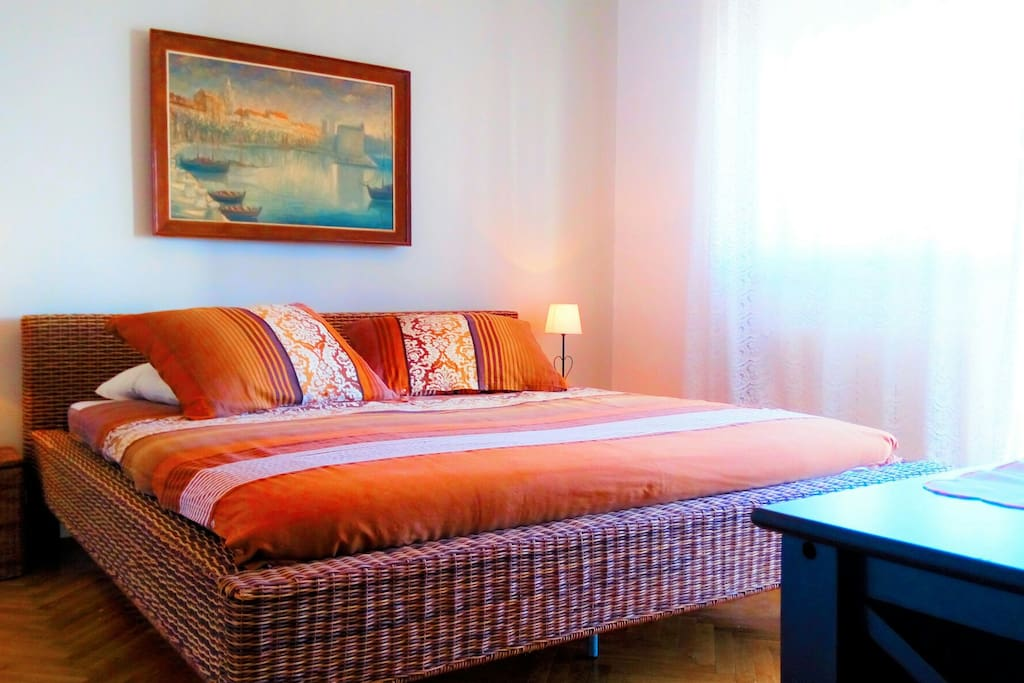 second bedroom with king size bed ,and balconi with sea and old town niew