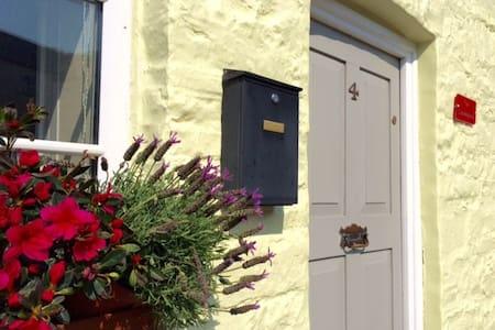 Traditional Cottage in Historical Village - Trecastle - Cabin
