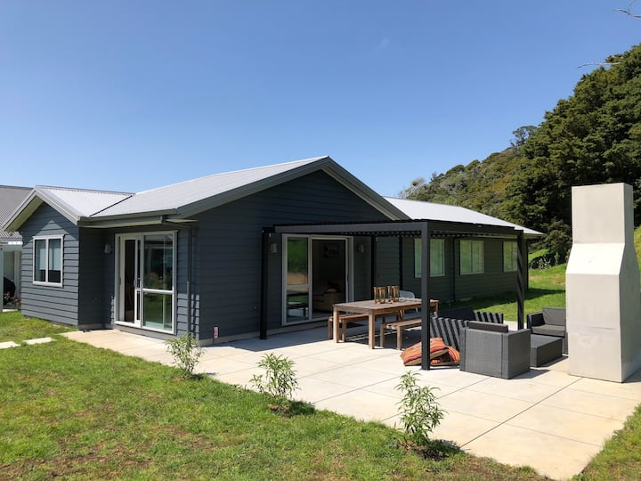 Family beach house in Matapouri