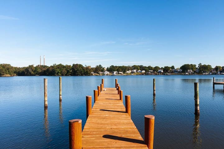 WATERFRONT  4BR  1st Floor Master Family Ready BWI