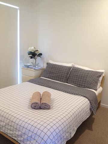 "Delux Double ""Theme Park"", 5 min to train station! - Coomera - Villa"