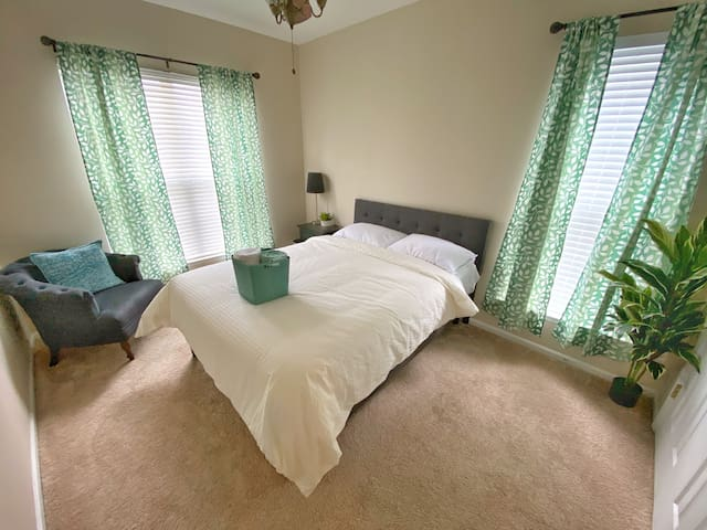 Private Bed near UNCC and Charlotte Motor Speedway