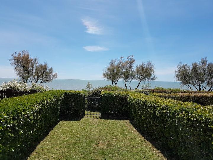 Appartement vue sur mer et jardin