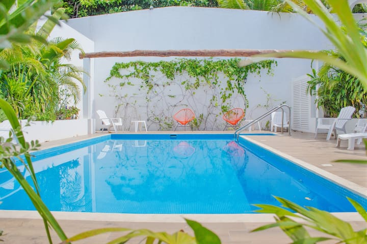 Lovely Three bedroom Villa in downtown Cozumel. V2