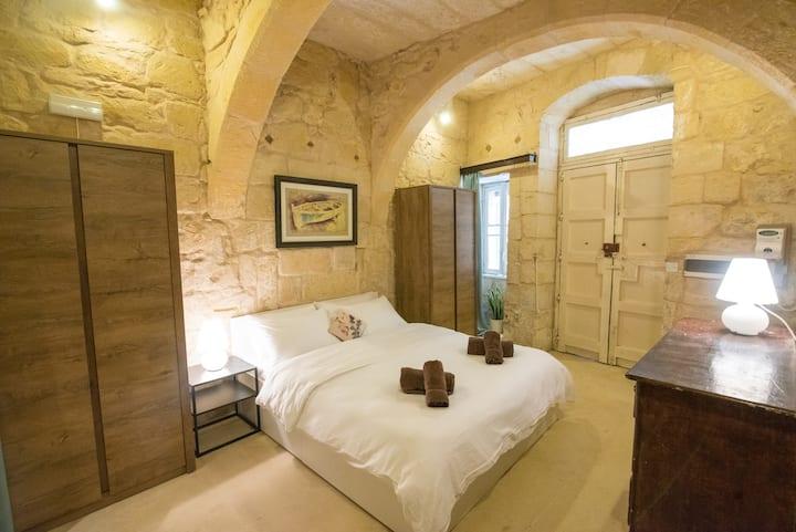 Citta Vittoriosa (BIRGU): Modern & Comfy Apartment