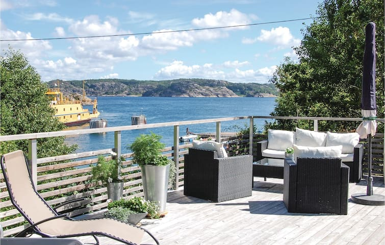 Holiday cottage with 2 bedrooms on 50 m² in Lysekil