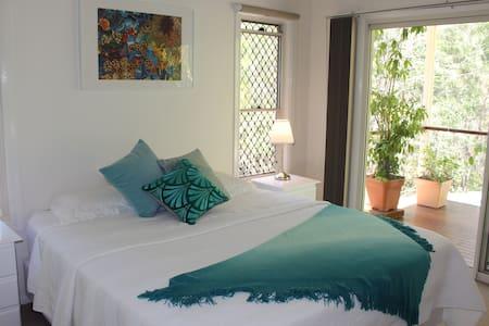 Private Forest Bungalow Suite - 2 Rooms Sleeps 4 - Bonogin - Bungalow - 2