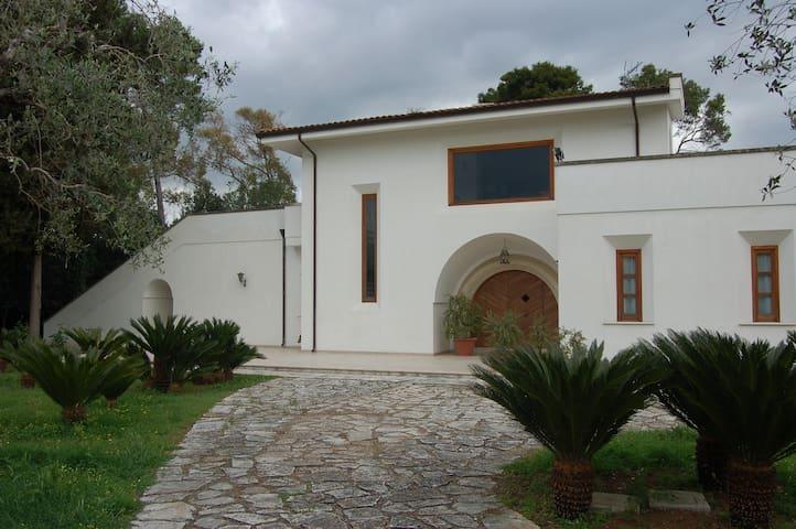 Elegante villa nel verde - Lecce - Villa