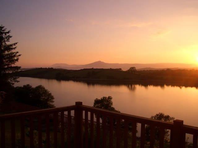 Kellvaun: Lake view cottage