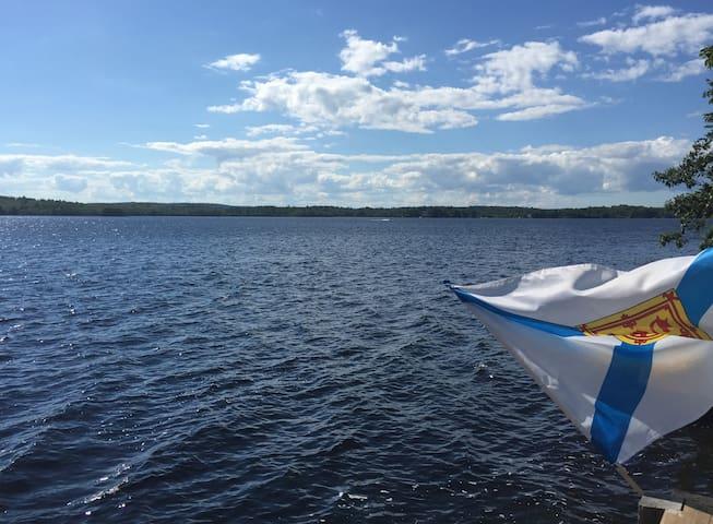 Lake House retreat 20 mins from Halifax - Waverley - Talo