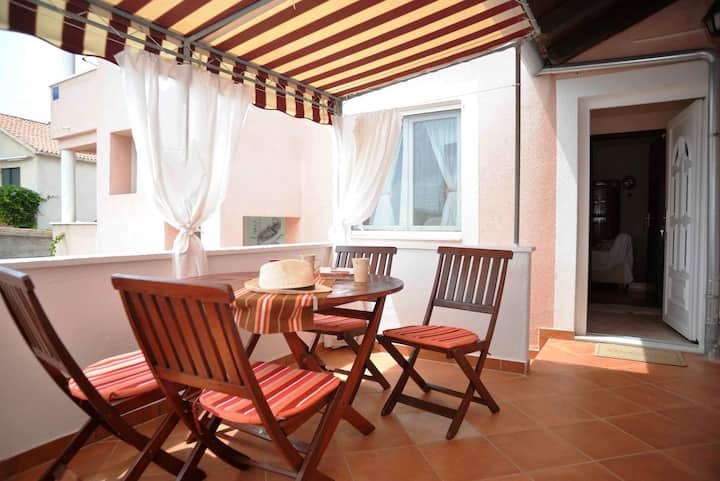 One bedroom apartment near beach Betina, Murter (A-16742-b)