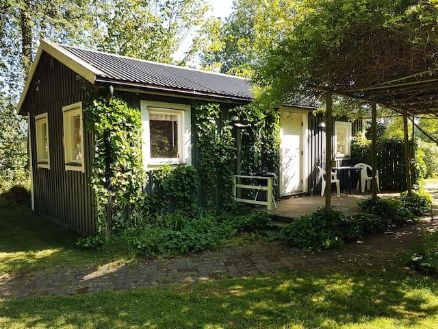 Båstad Idyllic house with own garden, rental bikes
