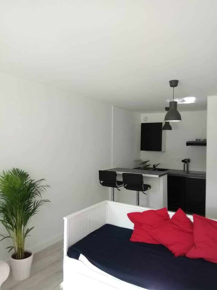 Furnished studio only 2 min from the Swiss boarder