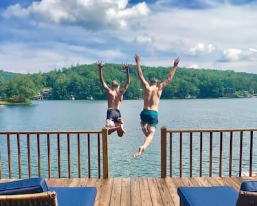 The Lee Place: cozy & timeless fun on Lake Rabun