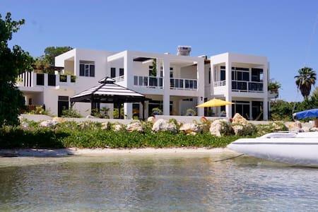 beachfront villa on Jamaica's south - Villa