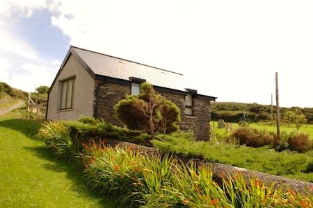 Molly Cottage - Schull - Cabin