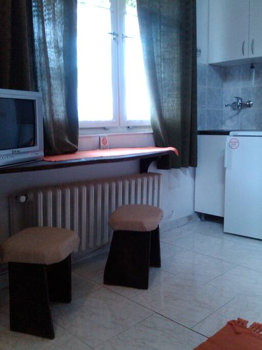 Orange room - a kitchenette