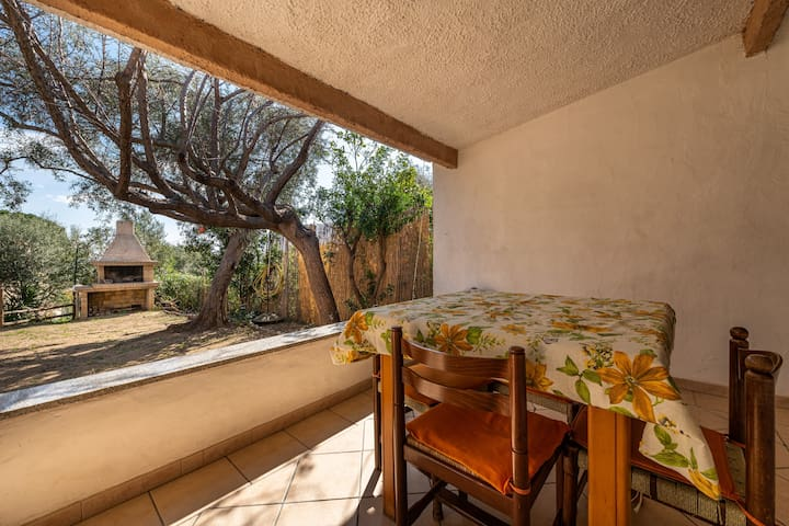 "Comfortable ""Villa Martina"" with Sea View, Wi-Fi, Garden & Terrace; Parking Available; Pets Allowed"