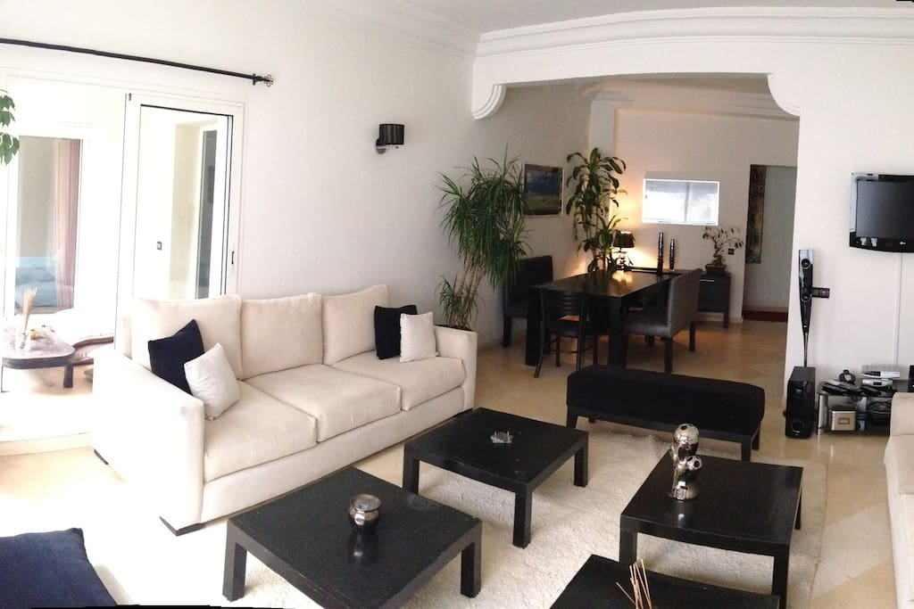 Living room with direct access to the terrasse