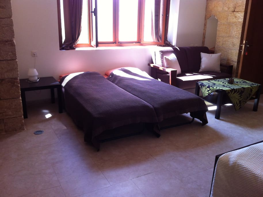 Suite, Double bed room + 2 extra beds  with private bathroom.
