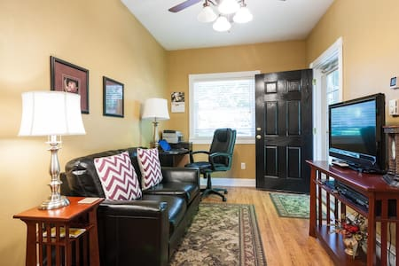Clean 1 BR With Parking Near U.F. - Gainesville